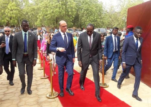 Le ministre des Affaires étrangères d'Italie, hôte du Sénégal — Coopération