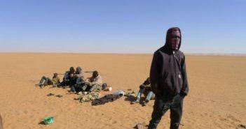 Niger: Des centaines de migrants expulsés d'Algérie sauvés in extremis dans le désert